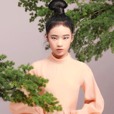 Mẫu nhí Bảo Hà khoe nét cuốn hút riêng trong các thiết kế mới của NTK Nguyễn Minh Công