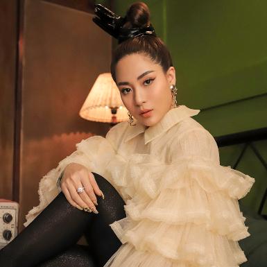 """Ca sĩ Ánh Linh chia sẻ tips giúp các quý cô """"ở nhà nhưng vẫn mặc đẹp"""""""