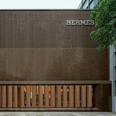 Hermès thu về 2,7 triệu đô la trong ngày đầu mở cửa lại tại cửa hàng flagship ở Quảng Châu