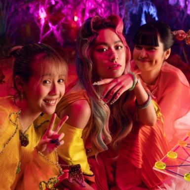 """Hoàng Thùy Linh tung MV """"Kẻ Cắp Gặp Bà Già"""", chiêu mộ """"Trà Long"""" Khánh Vân và Hậu Hoàng làm """"cung nữ"""""""