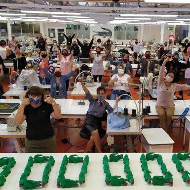 Lacoste sản xuất 100.000 khẩu trang; hứa hẹn sẽ nâng gấp đôi sản lượng sản xuất để cung ứng chống COVID-19