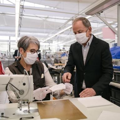 Louis Vuitton sản xuất hàng trăm ngàn chiếc khẩu trang cho các y bác sĩ tuyến đầu