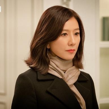 """Kim Hee Ae và những điều cần biết về nữ chính 53 tuổi đang gây bão với """"Thế giới hôn nhân"""""""
