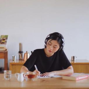 """MC Liêu Hà Trinh: Hãy để viết lách là một """"khoái lạc""""!"""