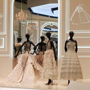 """Christian Dior mang triển lãm """"Designer of Dreams"""" lên nền tảng online"""