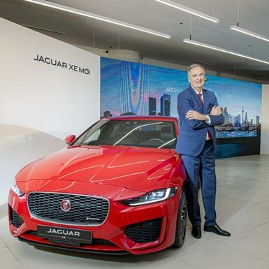 Jaguar Land Rover Việt Nam chính thức ra mắt hai mẫu xe Jaguar XE và Land Rover Discovery Sport mới