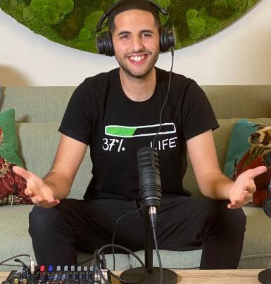 """Vlogger nổi tiếng tòan cầu Nas Daily mở rộng sang hình thức Podcast với tên gọi """"Nas Talks"""""""