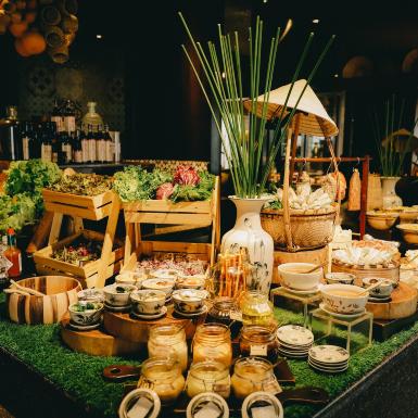 Tận hưởng bữa trưa đẳng cấp tại không gian ẩm thực lấy cảm hứng phiên chợ dân gian ngay tại Sài Gòn