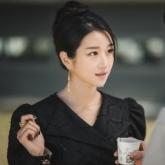 """Từ tóc búi sang chảnh đến tóc tết ngọt ngào, không gì làm khó nổi """"nàng phù thủy"""" Seo Ye Ji trong """"Điên thì có sao"""""""