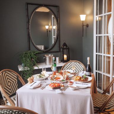 Thưởng thức bữa tối ấm cúng với ý tưởng In-hotel Dining mới lạ tại khách sạn giữa lòng Sài Gòn