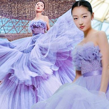 Châu Đông Vũ tỏa sắc lộng lẫy trên thảm đỏ lễ trao giải Bách Hoa