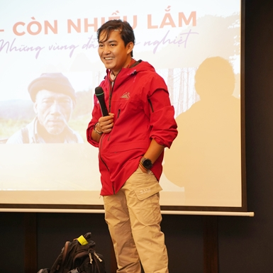 Chàng trai người Việt du lịch vòng quanh thế giới bằng xe máy tìm kiếm bạn đồng hành cho hành trình xuyên Việt đầy khắc nghiệt