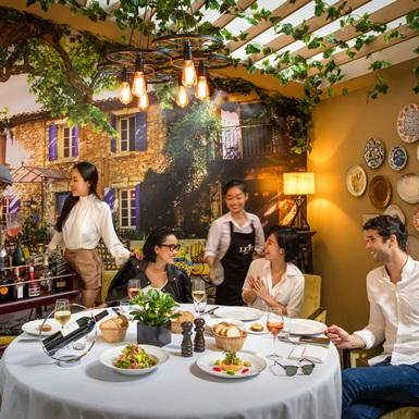 Tiệc tùng cuối năm vui hết nấc theo phong cách độc đáo tại Sofitel Saigon Plaza