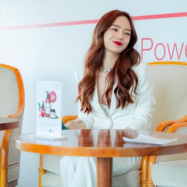 Beauty Blogger Emmi Hoàng chuộng dầu tầm xuân để làm đẹp