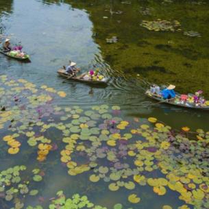 Hình ảnh khu du lịch Tam Cốc đẹp dịu dàng trong sắc Thu