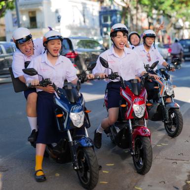 """Đức Phúc gây bất ngờ với dàn cameo đình đám của showbiz Việt trong """"Người Ơi Người Ở Đừng Về"""""""