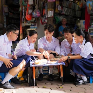 Đức Phúc, Cô em Trendy Khánh Linh, Trang Hý hào hứng khoe dấu ấn thanh xuân cùng hội bạn thân