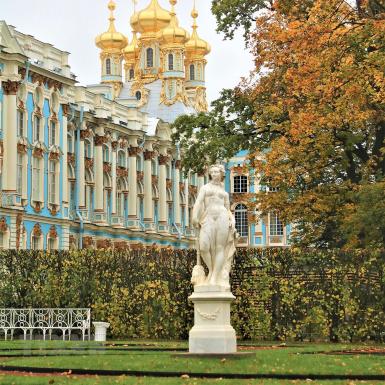 """Đắm chìm trong sắc vàng của mùa Thu nơi """"làng vua"""" St. Petersburg"""