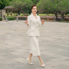 17 tiếng thực hành catwalk lần đầu tiên trong đời của NSND Lê Khanh