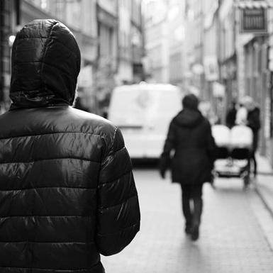 Làm sao để thoát khỏi sự đeo bám dai dẳng của người yêu cũ?
