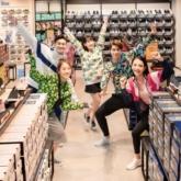 Khánh Vy, Quốc Anh, SunHT, Mạc Trung Kiên, Bùi Linh Chi năng động với trang phục thể thao