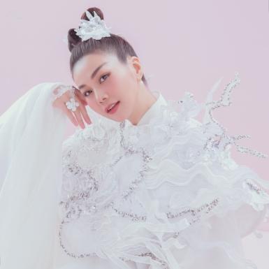 Siêu mẫu Thanh Hằng đẹp tựa tiên nữ trong các thiết kế của NTK Thủy Nguyễn