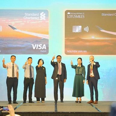 Vietnam Airlines và Standard Chartered Việt Nam ra mắt tài khoản ngân hàng tích lũy dặm bay đầu tiên tại Việt Nam