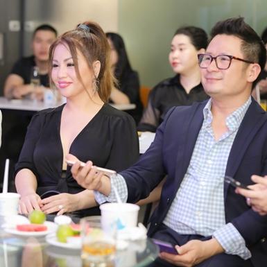 Bằng Kiều, Minh Tuyết, và Nguyễn Hồng Nhung ngẫu hứng khoe giọng tại phố đi bộ Nguyễn Huệ