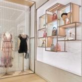 """Dior """"thắp sáng"""" thủ đô Hà Nội với cửa hàng mới đẹp lung linh"""
