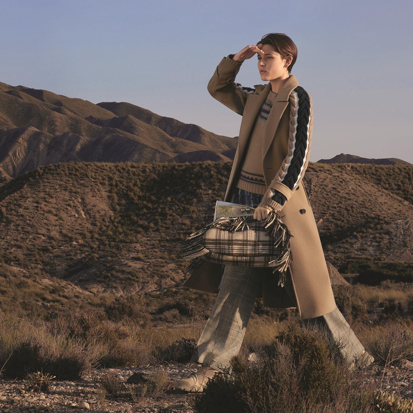 Biến hóa với phong cách thời trang kiểu nhà thám hiểm phóng khoáng nhưng đầy thanh lịch