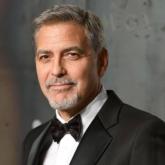 George Clooney tặng va ly tiền cho hội bạn thân và câu chuyện về sẻ chia của cải