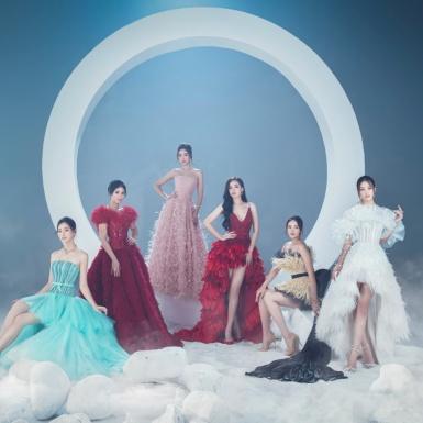 """Sáu nàng hậu """"bùng nổ"""" trong loạt hình ảnh hé lộ BST đầm dạ hội của NTK Lê Thanh Hòa"""