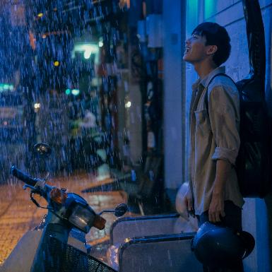 """""""Sài Gòn Trong Cơn Mưa"""": Sài Gòn của những kẻ mộng mơ đứng giữa lưng chừng tình yêu và sự nghiệp"""