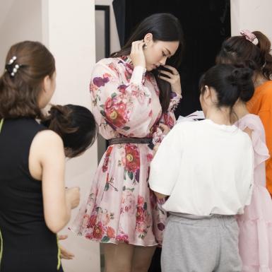 Thí sinh Hoa hậu Việt Nam 2020 thử trang phục trước thềm đêm thi Người đẹp phục trang