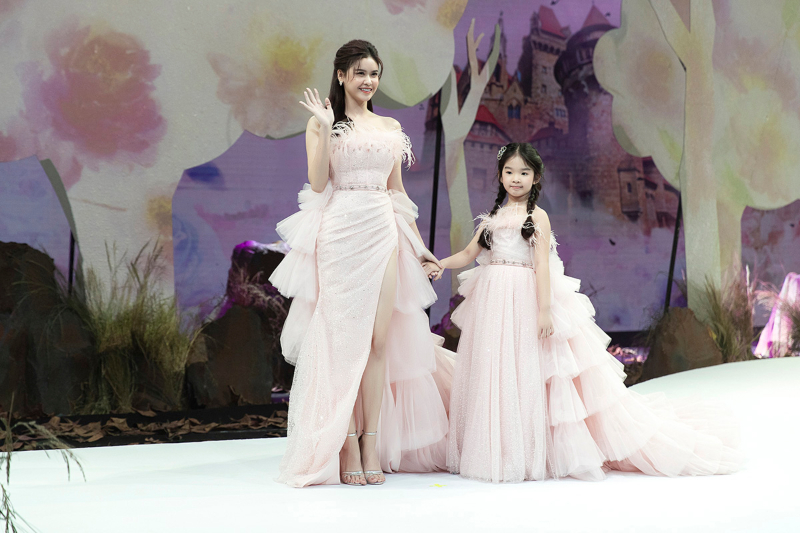truong quynh anh catwalk cung be tho - 3