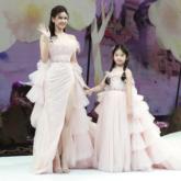 """Trương Quỳnh Anh cùng bé Thỏ – con gái siêu mẫu Xuân Lan – trở thành """"công chúa vedette"""" trên sàn diễn thời trang"""