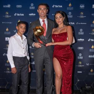 Đánh bại Messi, Ronaldo trở thành Cầu thủ xuất sắc nhất thế kỷ