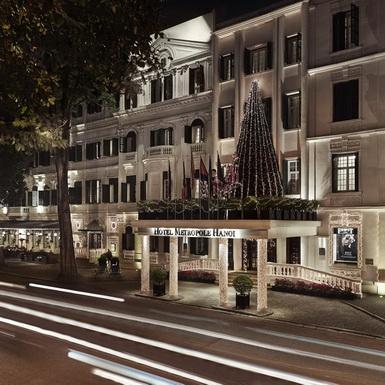 Trao gửi yêu thương mùa lễ hội cuối năm tại khách sạn lâu đời nhất Việt Nam