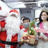 Rực rỡ sắc màu cổ tích trên chuyến bay đón Giáng sinh đặc biệt của Vietjet