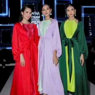"""Những nhan sắc """"bom tấn"""" của showbiz Việt đổ bộ thảm đỏ trước giờ ra mắt BST """"Đào"""" của NTK Adrian Anh Tuấn"""