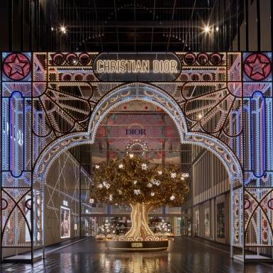 Lóa mắt trước những không gian trang trí lộng lẫy của Dior cho mùa Lễ hội