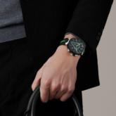 Sững sờ trước vẻ đẹp táo bạo của mẫu đồng hồ Tambour Damier Graphite Race từ Louis Vuitton
