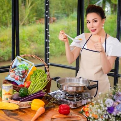 Hồ Quỳnh Hương rạng ngời trong bộ ảnh ra mắt sản phẩm thuần chay