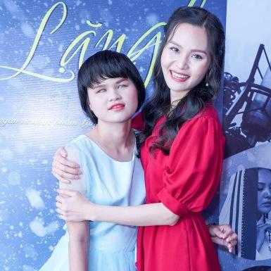 Á hậu Thanh Trúc ngưỡng mộ giọng ca khiếm thính hát được ba thứ tiếng