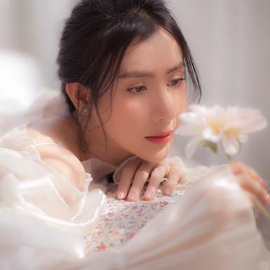 Thái Tuyết Trâm gây thương nhớ với vẻ đẹp vừa mơ màng vừa dịu dàng trong bộ ảnh mới