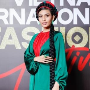"""Trương Thị May tết tóc dài chấm gót, đội mấn """"chiếm spotlight"""" trên thảm đỏ sự kiện VIFF 2020"""