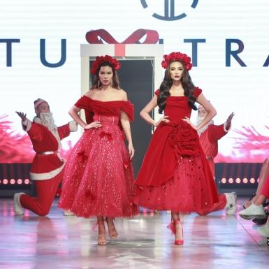 Siêu mẫu Hà Anh và Võ Hoàng Yến xuất hiện trong show ra mắt BST thời trang trẻ em của NTK Tuấn Trần
