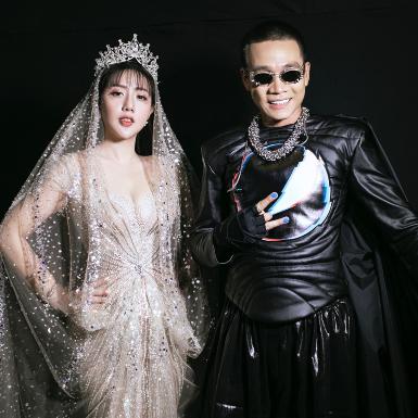 NTK Joli Poli hóa công chúa được hoàng tử Wowy giải cứu trong show thời trang