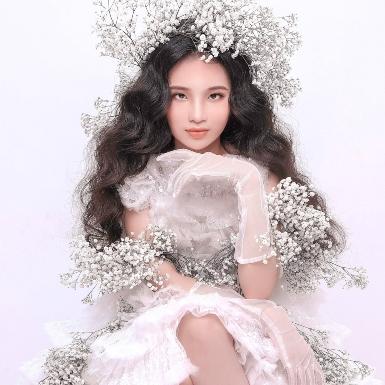 """""""Mẫu nhí"""" Bảo Hà hóa nữ thần mùa xuân ngọt ngào trong các thiết kế đậm sắc màu cổ tích của Nguyễn Minh Công"""