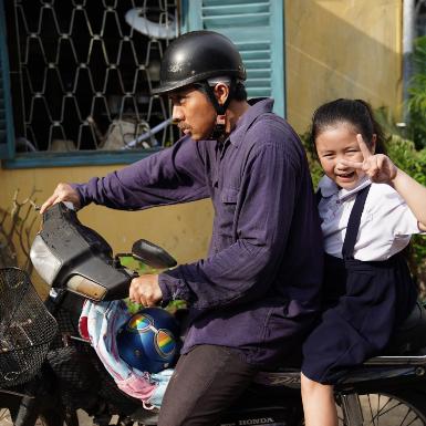"""""""Bố già"""" bản điện ảnh hé lộ câu chuyện đầy oái oăm của gia đình ông Ba Sang"""